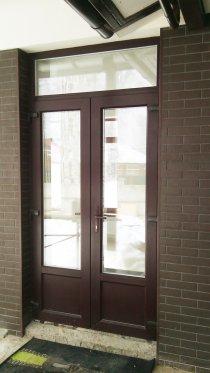 Дверь из холодного алюминиевого профиля